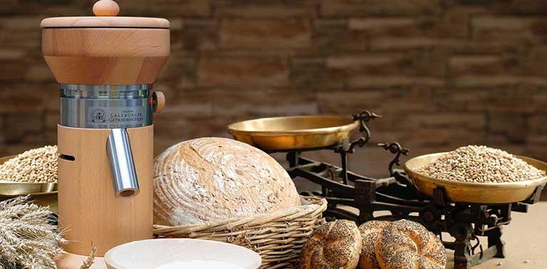 Mulini per cereali originali di Salisburgo con macina in granito e camera di macinazione in legno